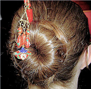 Larissa shows off her Scarlet Fan longlocks geishastix hair pin